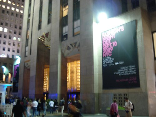 Fashion's Night Out 2009 Banner on 30 Rock